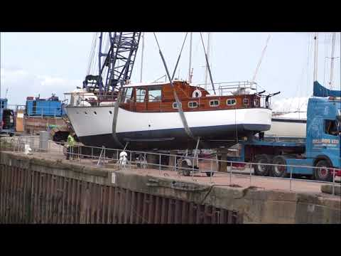 A CRANE TOPPLES OVER LIFTING A BOAT  AT WATCHET MARINA 23 AUGUST 2017