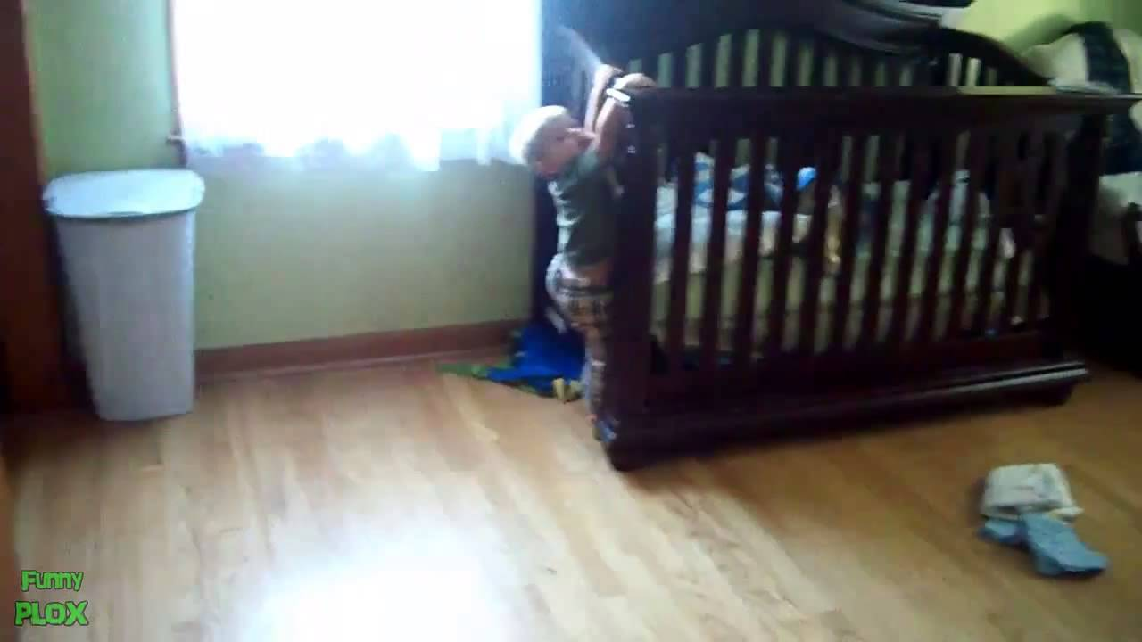 Baby escapes crib youtube - Baby Escapes Crib Youtube 2