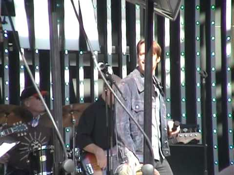 "Matthew Ashford sings at ""Day of Days"" 2011"