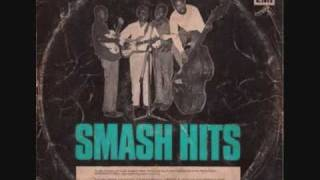 Download Raphael Amaraebe & His Peacocks Guitar Band ~ Awu Adada Mi / Sambosa Mama MP3 song and Music Video