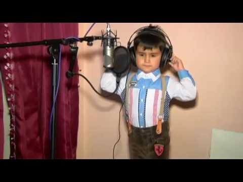 فيديو مضحك للغاية شاهد الطفل يغني أغنية مضحكة جدا