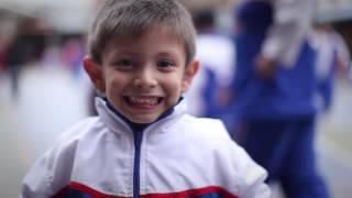 Video: Manitos  para construir la paz