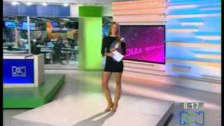 Laura Acuña - Vestido transparente.avi