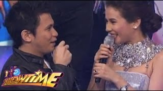 Yael Yuzon sings his message to Karylle