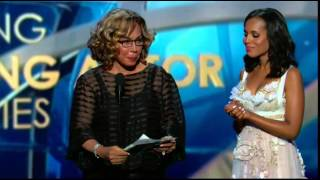 Kerry Washington and Diahann Carroll Present at 65th Annual Emmys