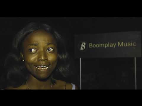 """(VIDEO) Simi performs """"Omo Charlie Champagne"""" live at industry Nite"""