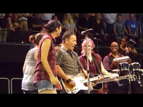 Bruce Springsteen - Dancing In The Dark - Adelaide 2014