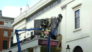 Putting Up The 42 | 42nd Street | Theatre Royal Drury Lane