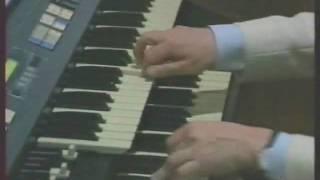 Hammond Spinet (EX-800) - The Donkey Serenade.WMV