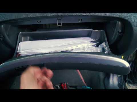 Volvo S60. Замена фильтра салона и ремонт бардачка.