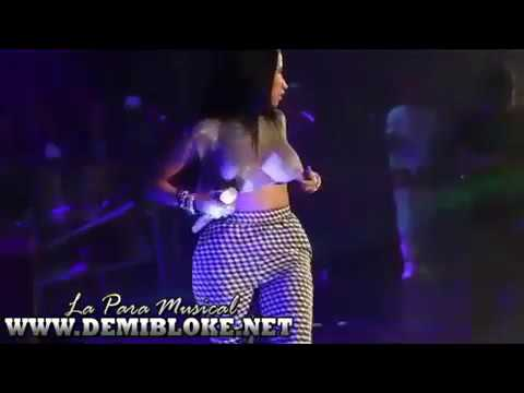 Nicki Minaj destapo tetas en concierto (original video)