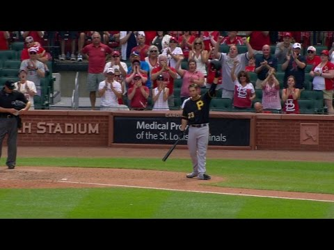 PIT@STL: Cardinals fans cheer Freese in return