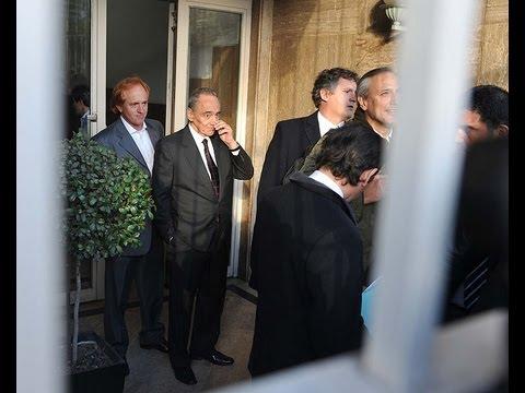 Magnetto se negó a escuchar a Víctor Hugo y se retiró entre insultos y abucheos
