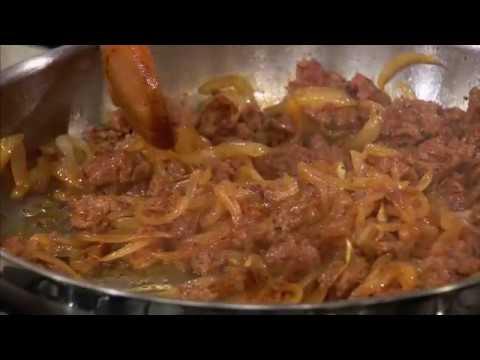 Кесадилья с колбасками чоризо и луком