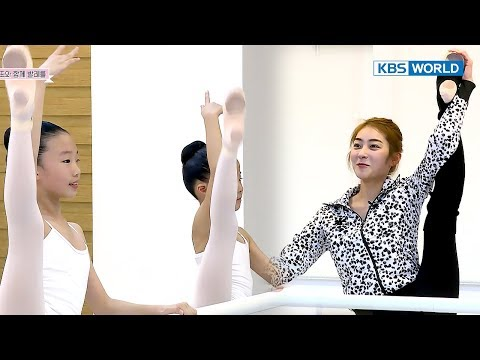 Jiwon practices ballet with young friends!