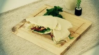 How To Prepare A Chicken Sandwich With Pita Bread : Lunch On The Go