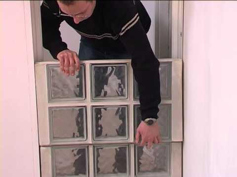 assemblage de briques de verre l 39 aide de panneaux. Black Bedroom Furniture Sets. Home Design Ideas