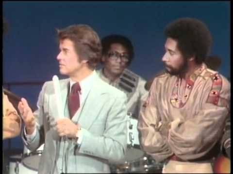 Dick Clark Interviews The Commodores - American Bandstand 1976