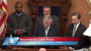 Sen. Kowall welcomes the Rev. Dr. Prues to deliver invocation at Michigan Senate