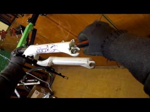 Пружинно-эластомерная вилка RST. Как сделать  ТО  вилки.