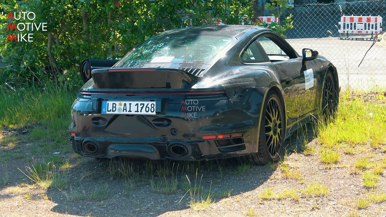 IS PORSCHE TESTING A NEW 911 SPORT CLASSIC??