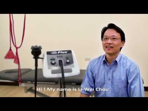 Dr. Li Wei Chou teaches electrotherapy in NYMU