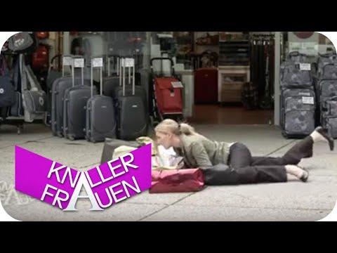 Blasenpflaster [subtitled] | Knallerfrauen mit Martina Hill