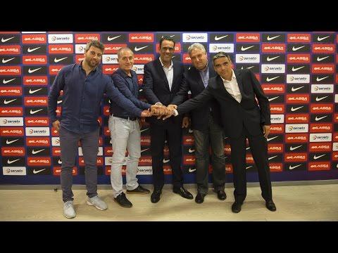 Presentat el nou model del FC Barcelona Lassa de futbol sala