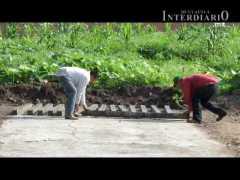 Así se elaboran los postes de concreto para cercado en Ayala