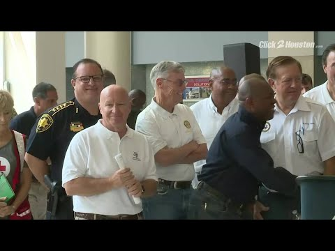 Lawmakers tour NRG Center shelter