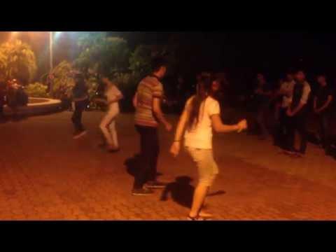 Múa bài Mắt nai cha cha cha tại TP Tuy Hòa, tỉnh Phú Yên