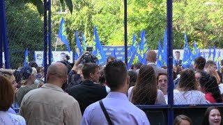 Смотреть видео Последняя агитация накануне выборов мэра Москвы. Оппозиция в московских дворах онлайн