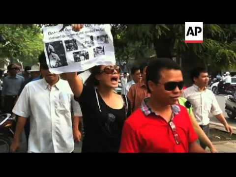 Arrests as police crack down on anti-China protest