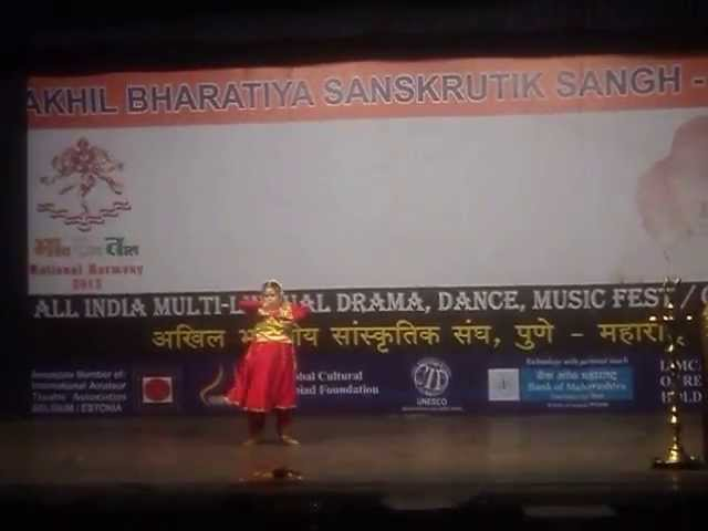 Saylee Performing at Akhil Bharatiya Sanskrutik Sangh on a song from film Thakshak on 21st May 2013 Travel Video