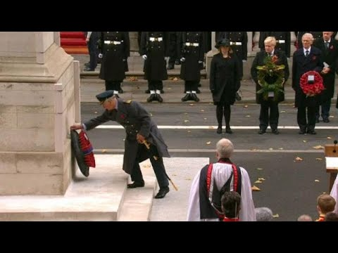 Prens Charles Anma Günü töreninde Kraliçe'nin görevini üstlendi