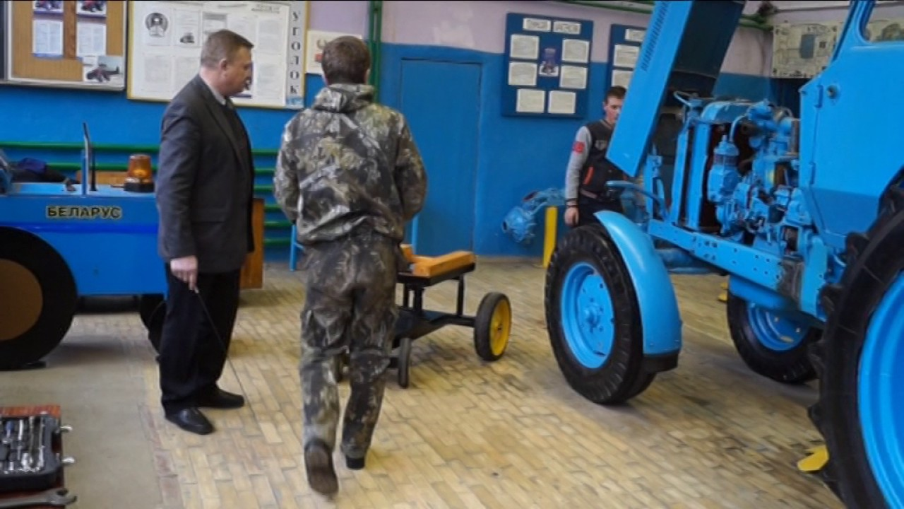 Наша компания предлагает складскую технику с наличия и под заказ. Рохли, гидравлические тележки и складские тележки, подъемные столы, весы.