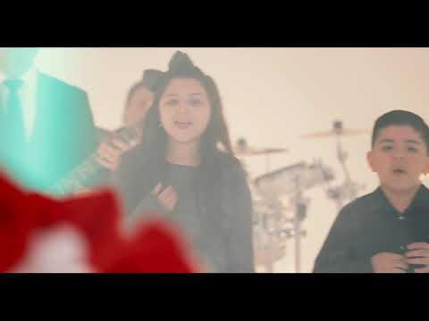 Los Mier - Hoy Vi A Santa Claus Besar A Mama (Video Oficial)