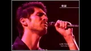 浴衣姿で しみじみ歌う 平井堅の代表曲 ♪楽園をどうぞ 2002年に放送され...