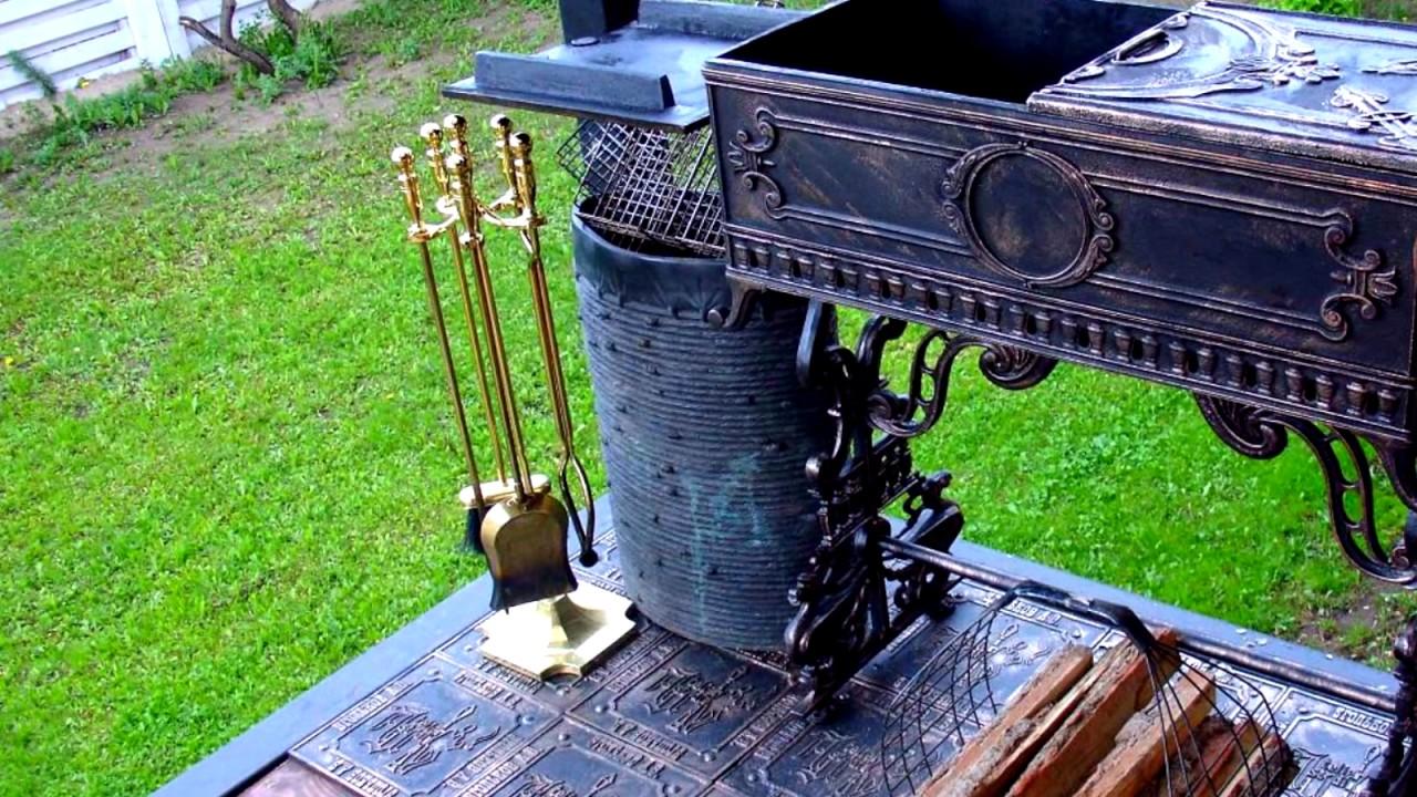 Кованый мангал из швейной машинки для беседки в саду на даче возле .