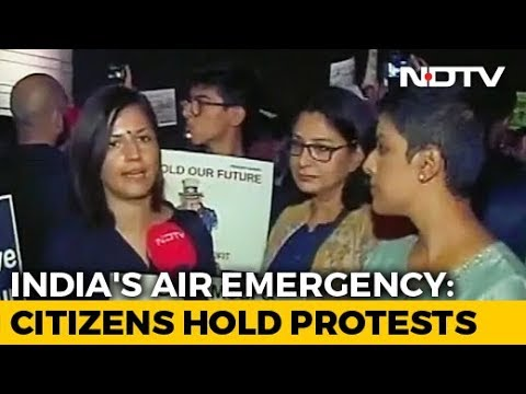 Hundreds Gather At India Gate To Protest Against Delhi Air Pollution