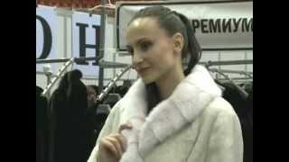 видео Меховое пальто из овчины. Капюшон из норки. Шубы больших размеров.