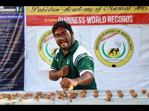 Mo'Kelly - Man Cracks 243 Walnuts With His Own Head