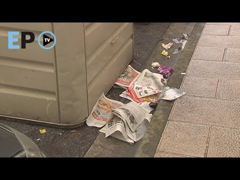 O lixo alaga as rúas polo insuficiente e mal estado de colectores