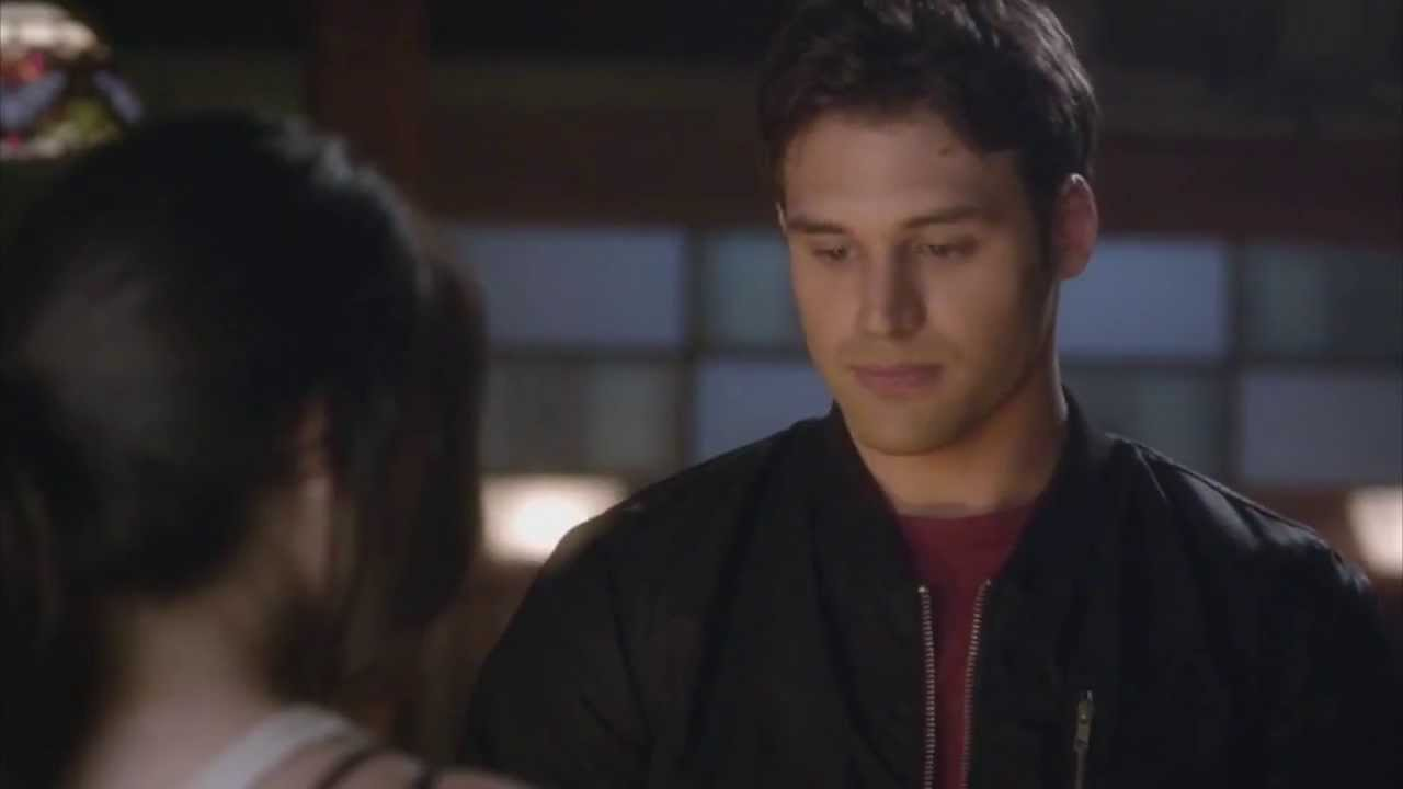 """Pretty Little Liars 4x02 """"Turn of the shoe"""" Jake goes over ..."""