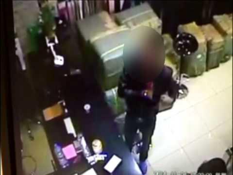 Vol dans un magasin d'Aubervilliers filmé par une caméra de vidéo-surveillance