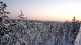 国名:フィンランド 都市名:サーリセルカ 卒業旅行に女子2人でオーロ...