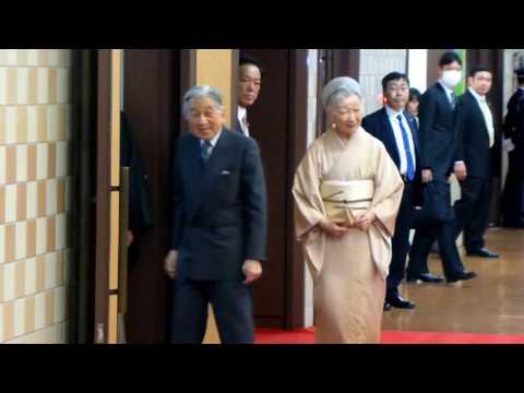 天覧相撲 天皇陛下と皇后陛下、ご到着、ロイヤルボックスご着席のご様子(2017年1月8日 初場所初日)
