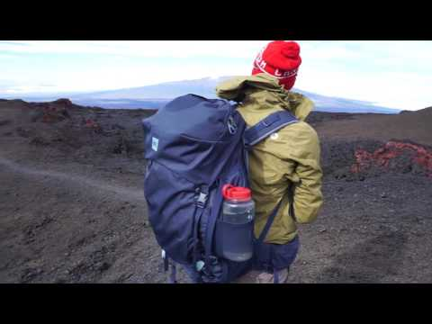 Hiking the Mauna Loa observatory trail