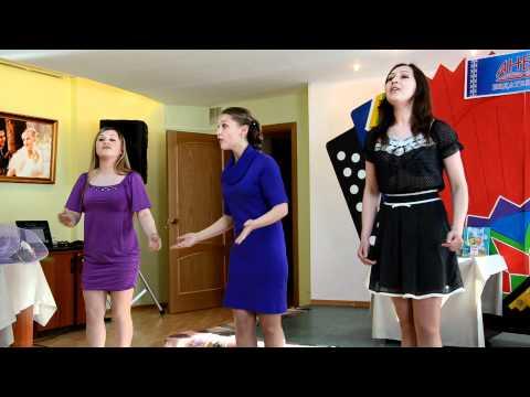 The TOMLUN folk group sings in Komi language