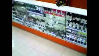 Витрина с техникой на 3 млн рублей обрушилась в магазине Екатеринбурга